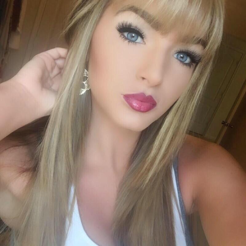 Миловидная блондинка, увлекающаяся фотошопом и косметикой, ничего сверхъестественного