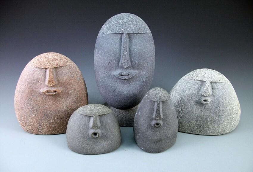 Эти камни сделаны чикагской художественной студией Silver Stone Handcrafted. Всего таких композиций, сделанных с помощью пескоструя 14 штук
