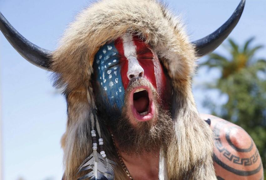 """Новый житель страны мемов - """"викинг"""" сражающийся за свободу в Америке"""
