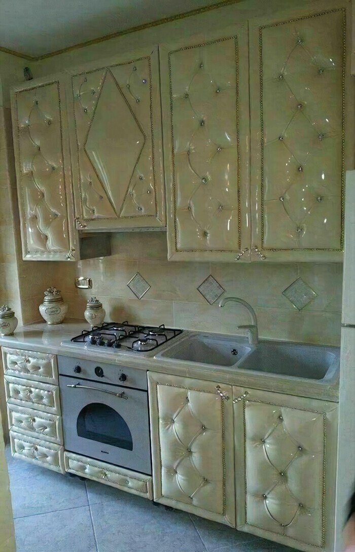 Кухонный гарнитур с диванной обивкой?