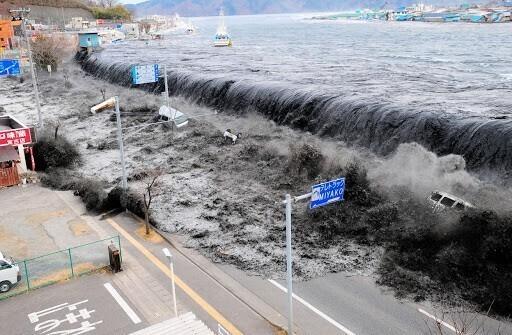 Цунами и землетрясение в Японии