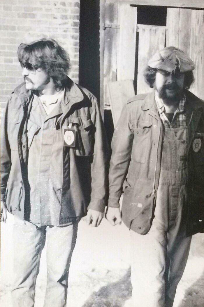 """""""Мой папа и его напарник - агенты под прикрытием. Фото сделано в 1976-м, сразу после того, как они сумели предотвратить вооруженное ограбление банка"""""""