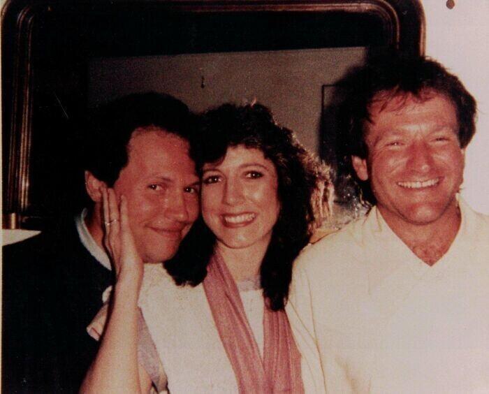 """""""Моя мама на вечеринке с Робином Уильямсом и Билли Кристалом, 1982 год, Лос-Анджелес"""""""
