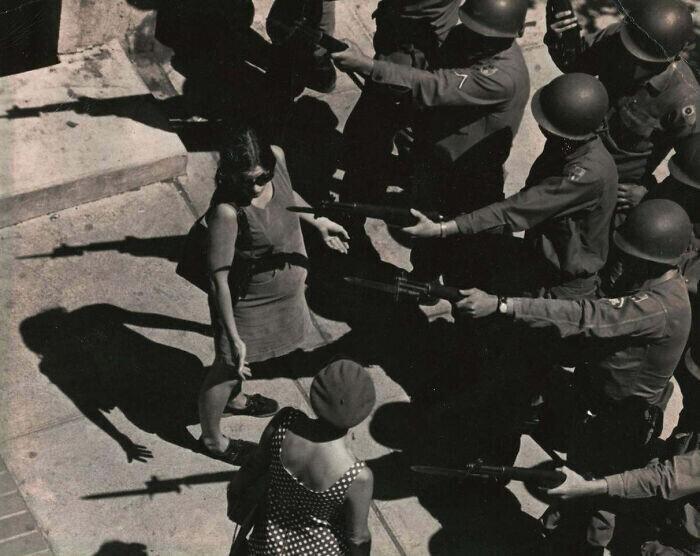 """""""Моя беременная мама во время студенческих волнений в Беркли в 1969-м году"""""""
