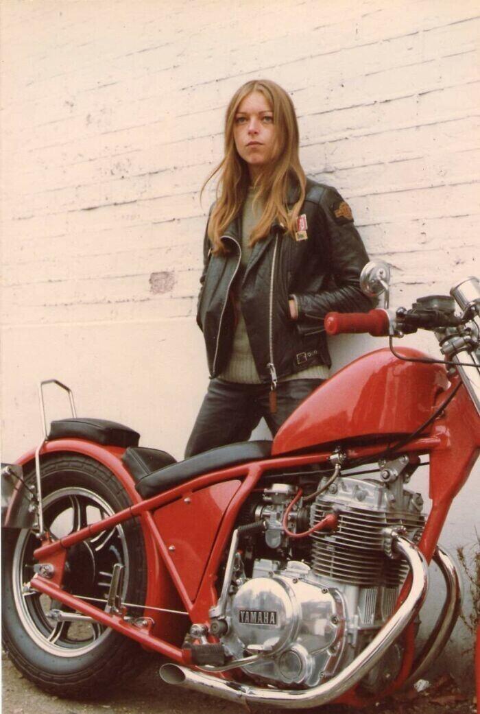 """""""Моя мама в 1983 году. Кстати, этот мотоцикл она собрала сама!"""""""