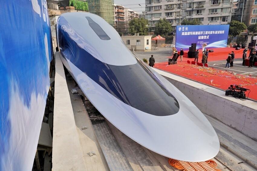 Китайцы запускают суперскоростные магнитные поезда