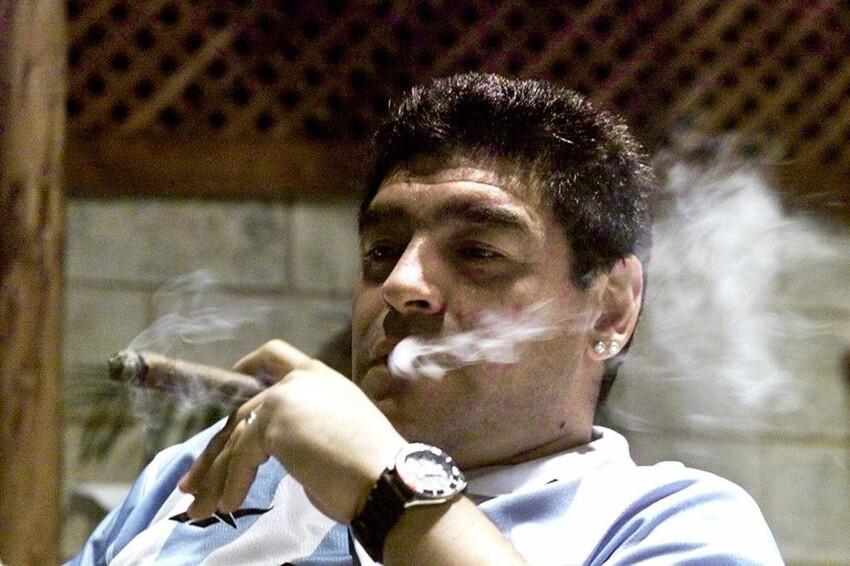 И Марадона, курил много, в основном сигары К сожалению, уже докурился