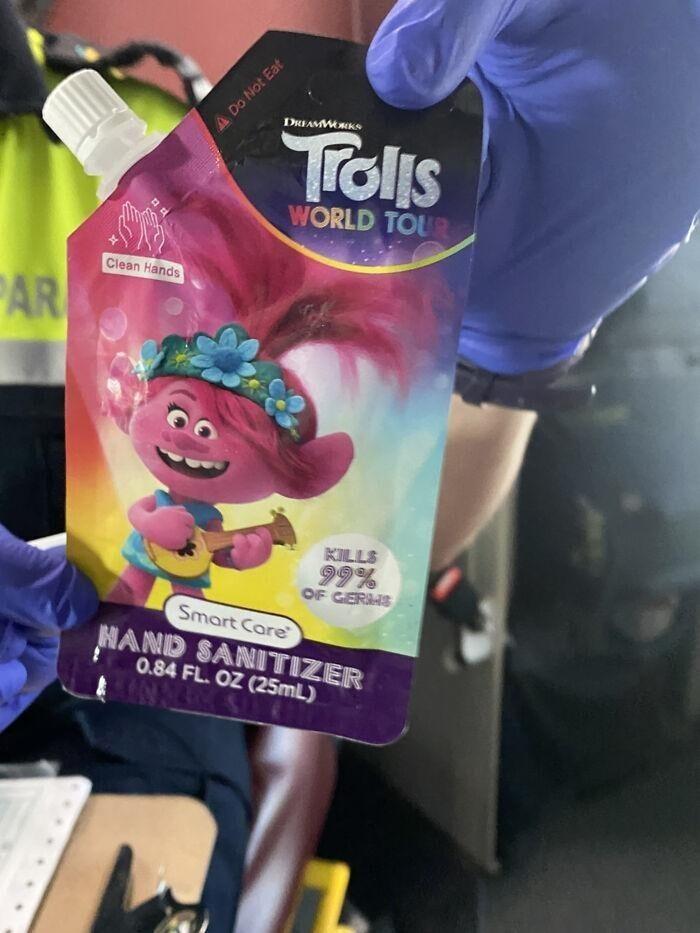 Детский антисептик для рук в упаковке, очень похожей на детское пюре