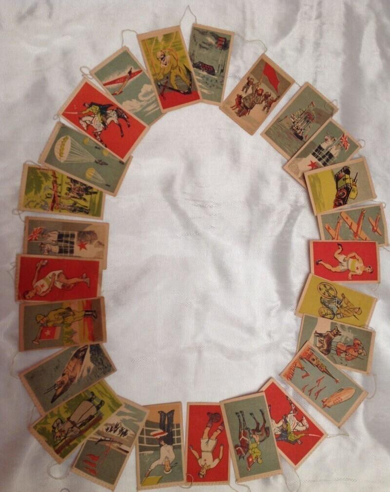 Бумажные гирлянды с разной символикой СССР. Их цена чаще всего начинается где-то от 20.000 рублей