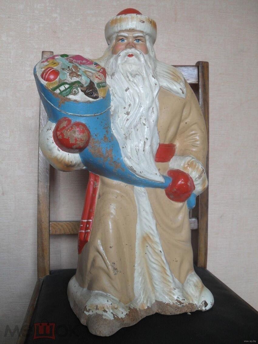 Разные Деды Морозы и  Снегурочки из папье-маше или ватные тоже могут быть довольно дорогими. Порой их цена начинается от 20.000 рублей