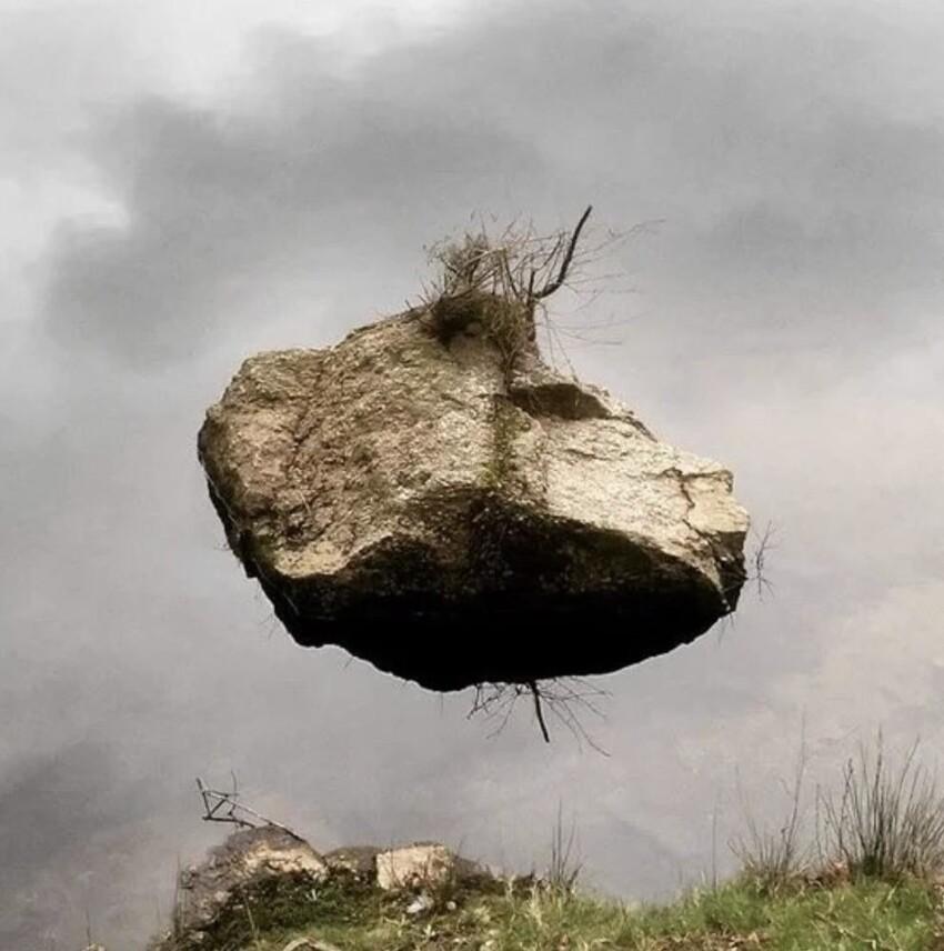 У вас камень левитирует