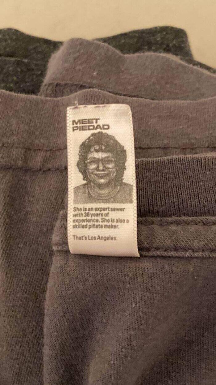 На ярлыке свитера производители разместили портрет работницы, связавшей его