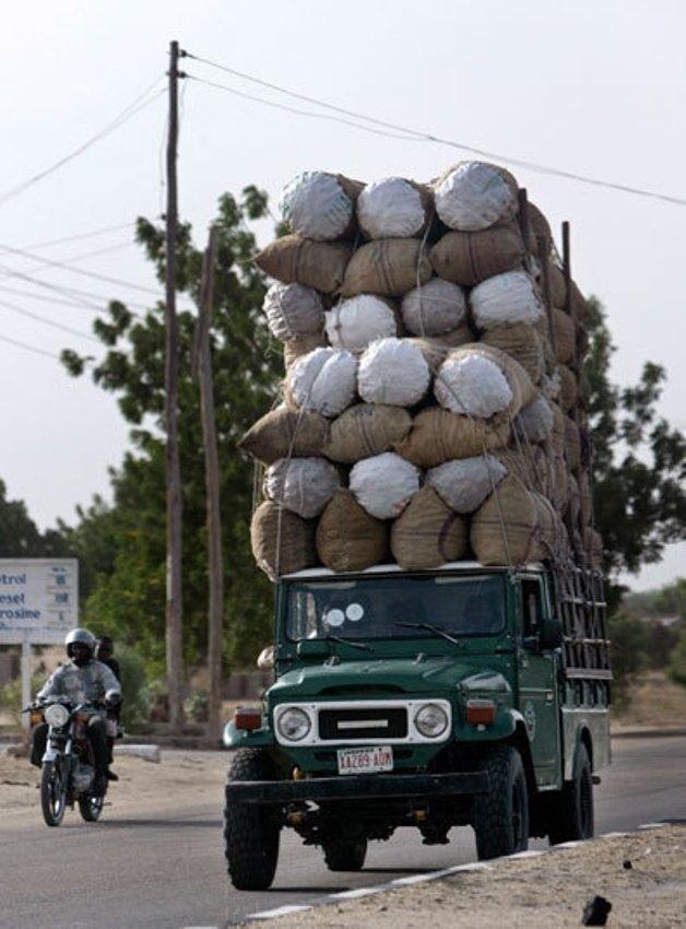 Иногда размер багажа на крыше может по высоте превышать высоту маршрутки