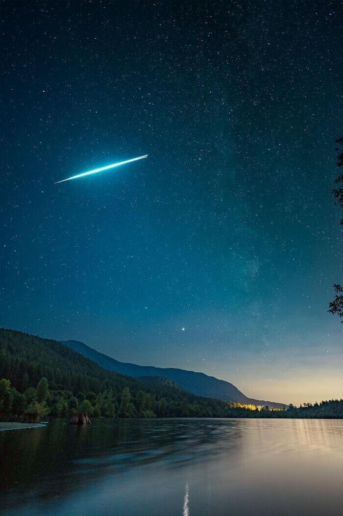 """""""Заснял взрыв метеорита на озере в Вашингтоне. Если приглядеться, можно увидеть, как он разделяется"""""""