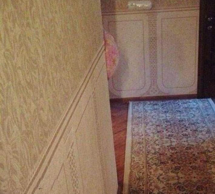 12.Беременная жена спряталась, чтобы напугать мужа