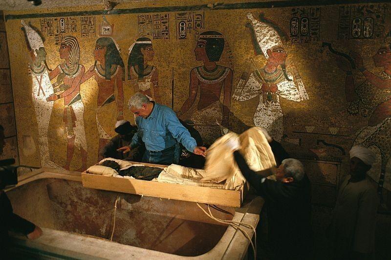 Смертная казнь также полагалась за разграбление гробниц знати и фараонов
