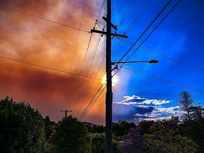 """""""Поймал дым, разносящийся над нашим пригородом в Австралии"""""""