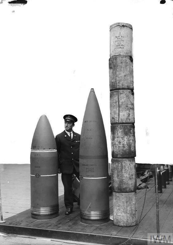 Заряд и снаряд 18-дюймового тяжелого артиллерийского орудия