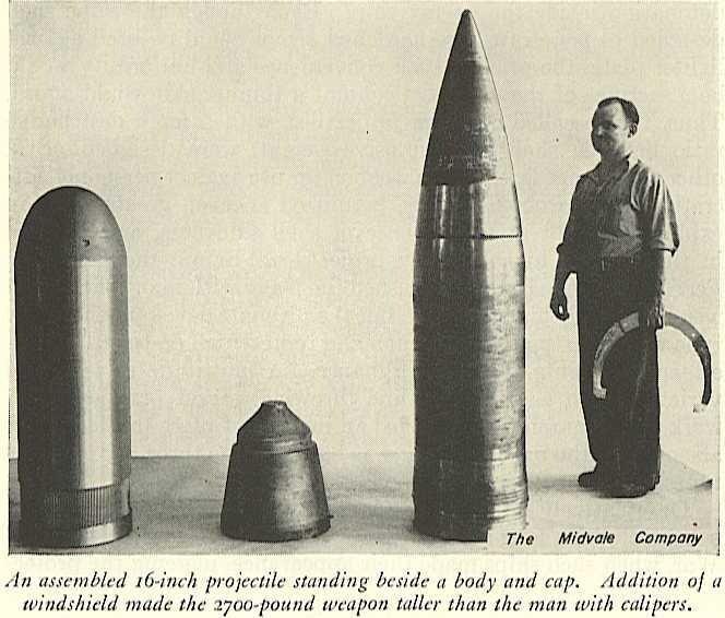 Бронебойный 406-мм снаряд Мк-8 для линейных кораблей США нового поколения (постройки 1940-х годов),по частям и в собранном виде