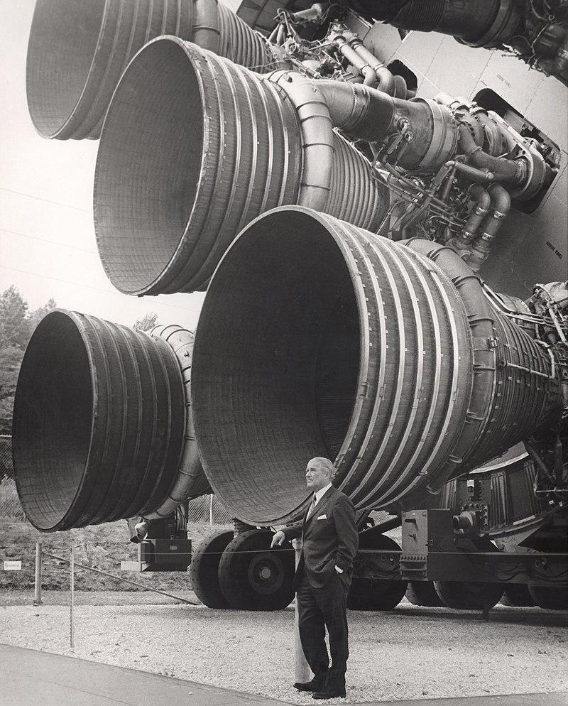 F-1 — американский жидкостный ракетный двигатель (ЖРД), разработанный компанией Rocketdyne.