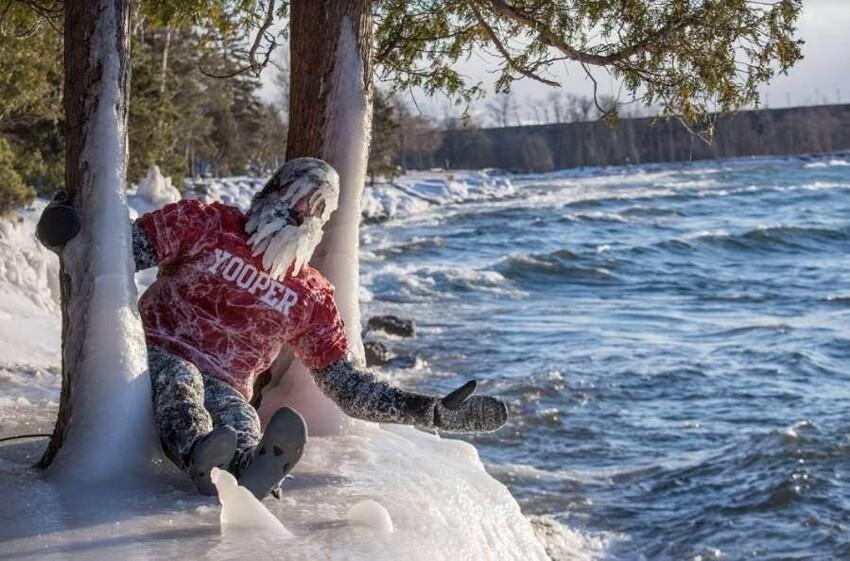 Сёрфер Дэн занимается любимым спортом в самое холодное время года уже более 20 лет