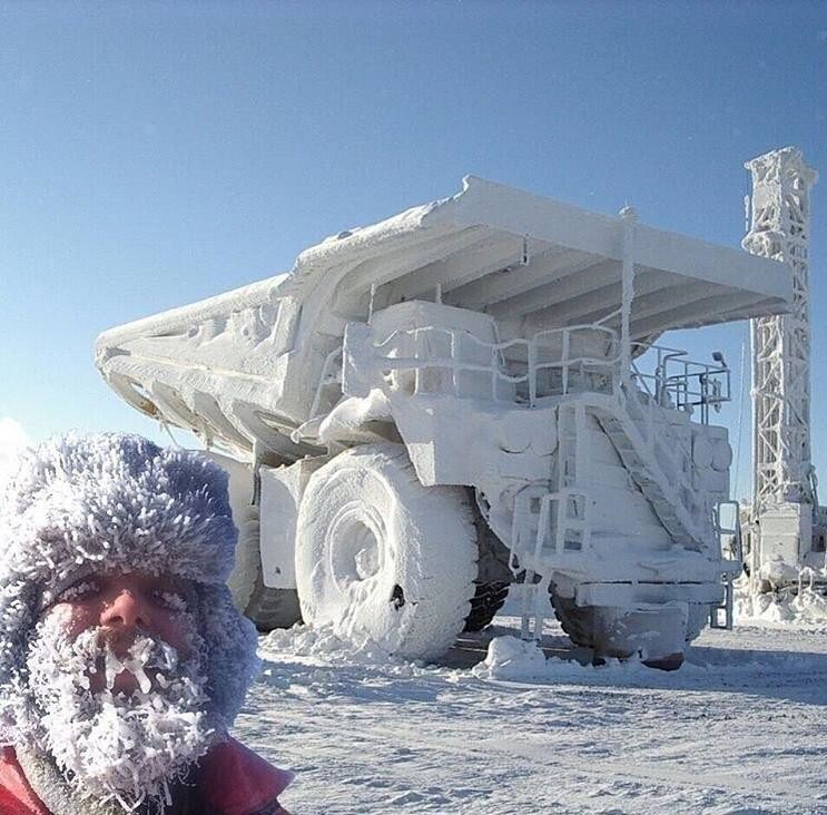 Снеговик и его машина