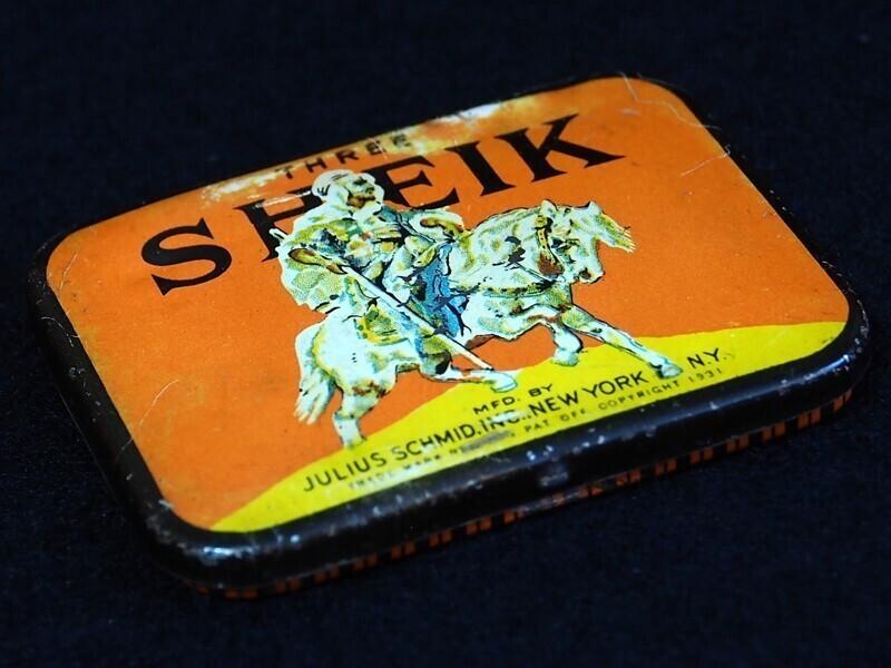 Самые старые из когда-либо найденных презервативов были сделаны из кишечника животных и рыб и датируются 1640-ми годами