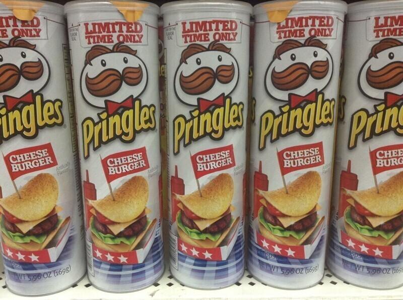 Изобретатель банки Pringles умер в 2008 году, и его прах поместили в такую банку