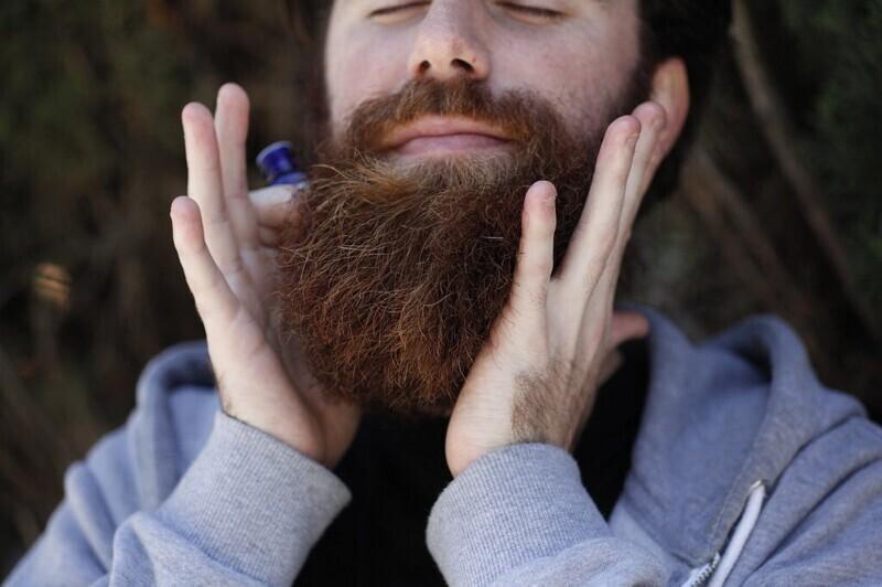 Ганс Штайнингер, человек с самой длинной бородой в мире, умер в 1567 году. Он споткнулся о бороду, спасаясь от огня во время пожара. Он был бы богом в Instagram