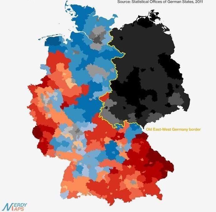 Религиозная карта Германии: красный - католики, синий - протестанты, черный - атеисты или иное. Желтая линия - граница Западной и Восточной Германии