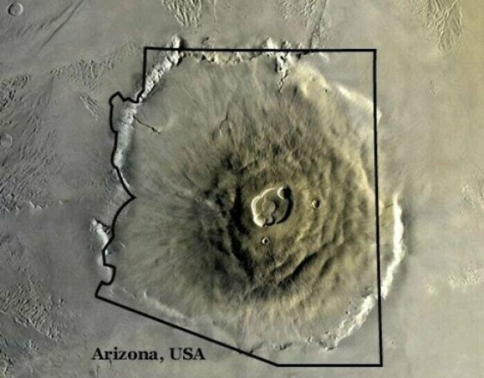 Олимпус Монс, самый большой вулкан в Солнечной системе, расположенный на Марсе, - в сравнении со штатом Аризона