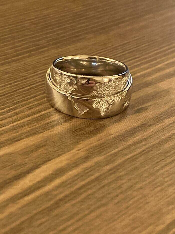 Обручальные кольца, которые складываются в карту мира