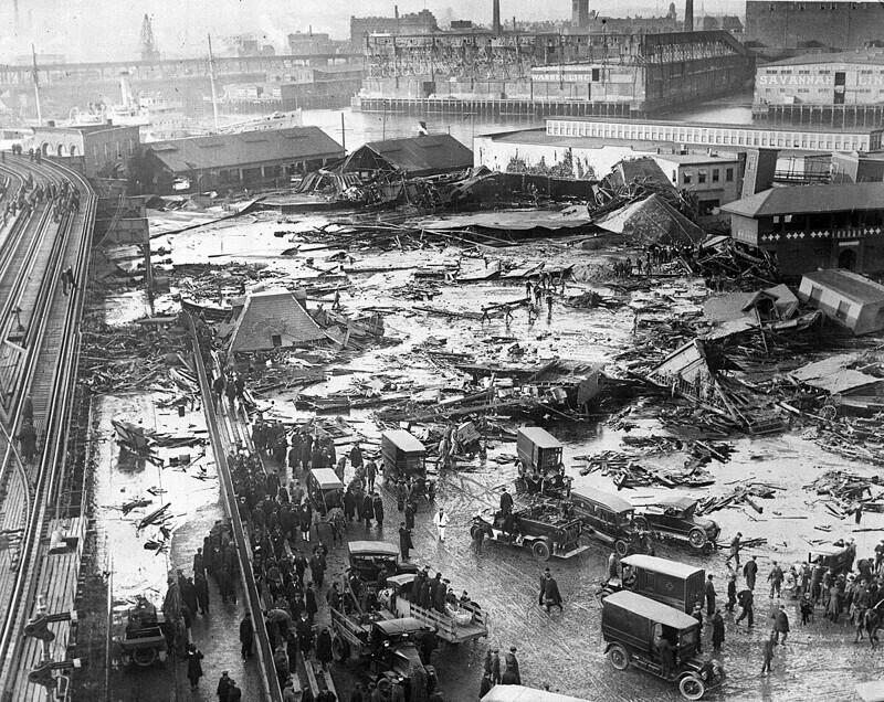 Патока - самый смертоносный продукт: когда в 1919 году в Бостоне лопнула цистерна с 2 миллионами галлонов патоки, в сладком потопе погиб 21 человек и были ранены 150