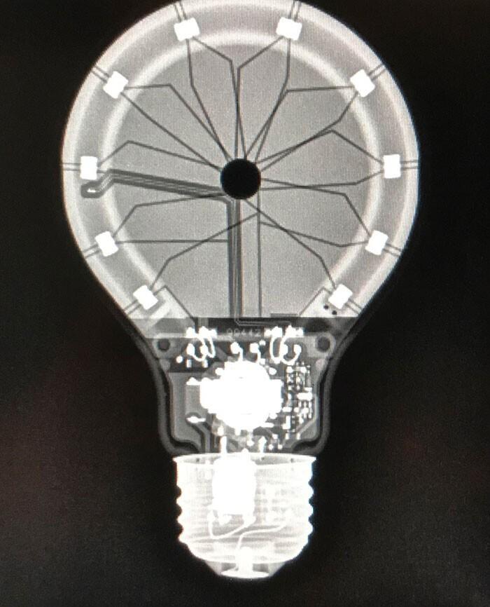 Рентгеновский снимок светодиодной лампы