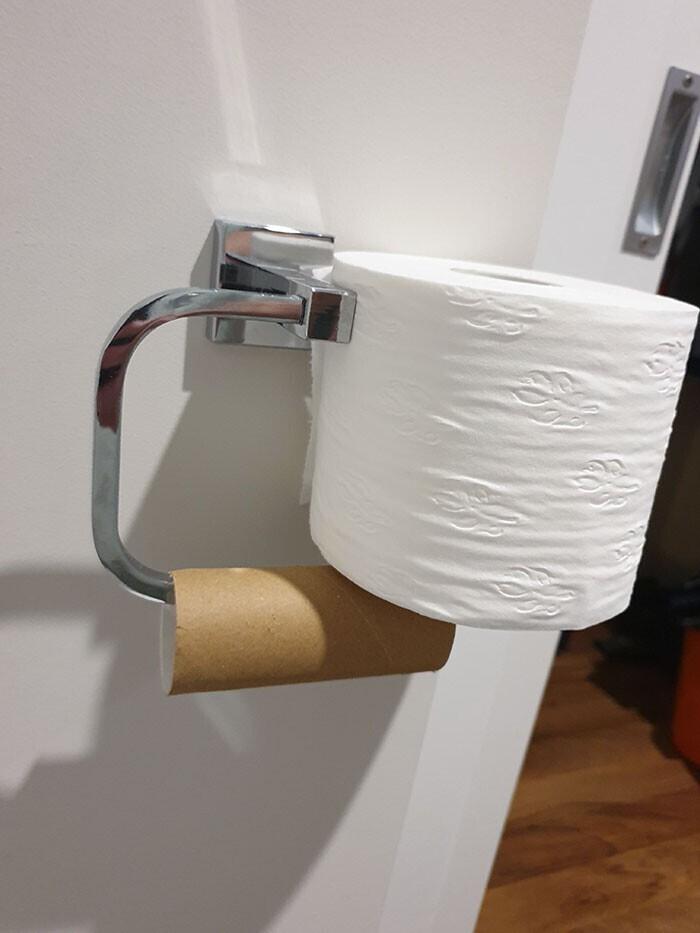 """""""Вот так мой муж вешает туалетную бумагу"""""""