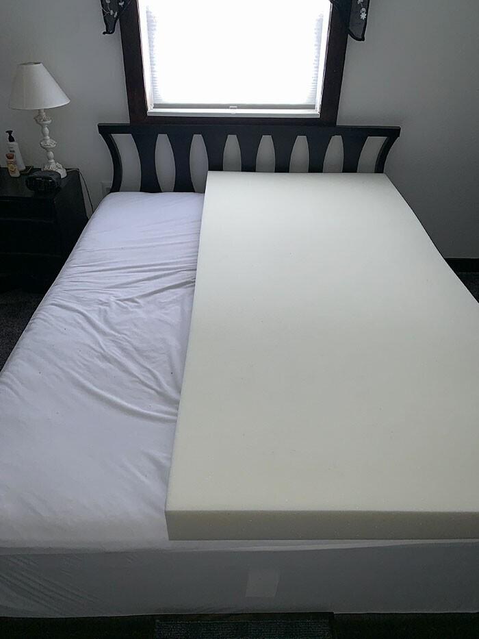 """""""Мой муж купил матрас с памятью формы - только для своей половины кровати"""""""