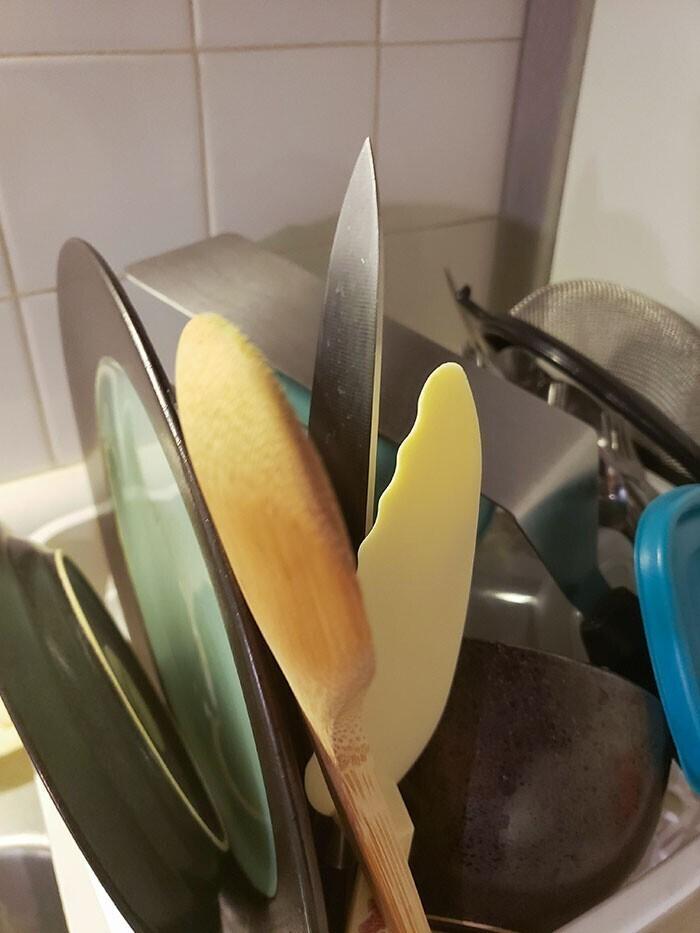 """""""Моя мама так ставит ножи в сушилку, как буто хочет, чтобы я зарезалась"""""""