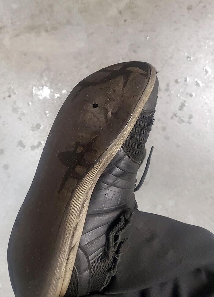 """""""У меня протерся ботинок. Я узнал об этом, зайдя в общественный туалет"""""""