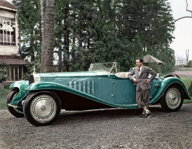 Жан Бугатти, инженер и дизайнер, стоит рядом со своим Bugatti Royale, 1932 год