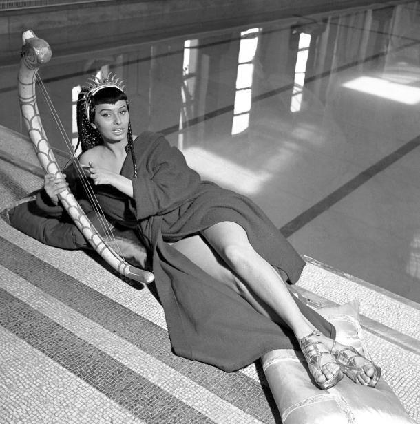 Софи Лорен, фильм «Две ночи с Клеопатрой, 1953