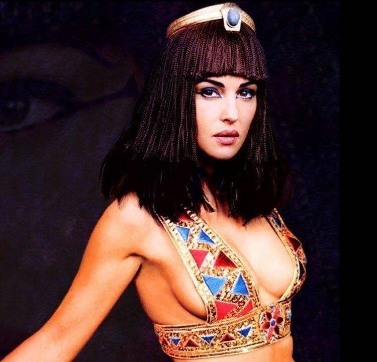 Моника Беллуччи, «Астерикс и Обеликс: Миссия Клеопатра», 2001