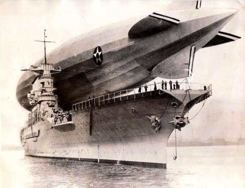 27 января 1928 года в ходе эксперимента жесткий дирижабль «Лос-Анджелес» (ZR-3) сел на палубу авианосца США «Саратога», доставил пассажиров, топливо и запасы