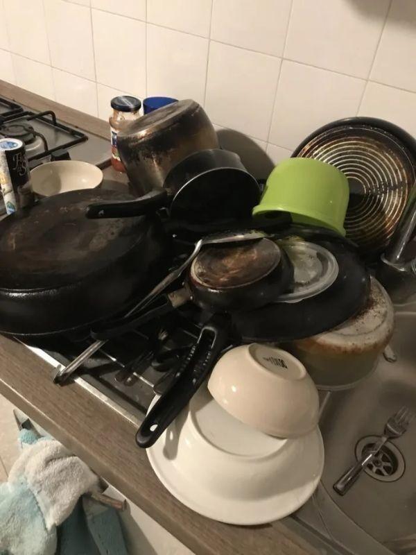 Сын сделал вид, что перемыл всю посуду