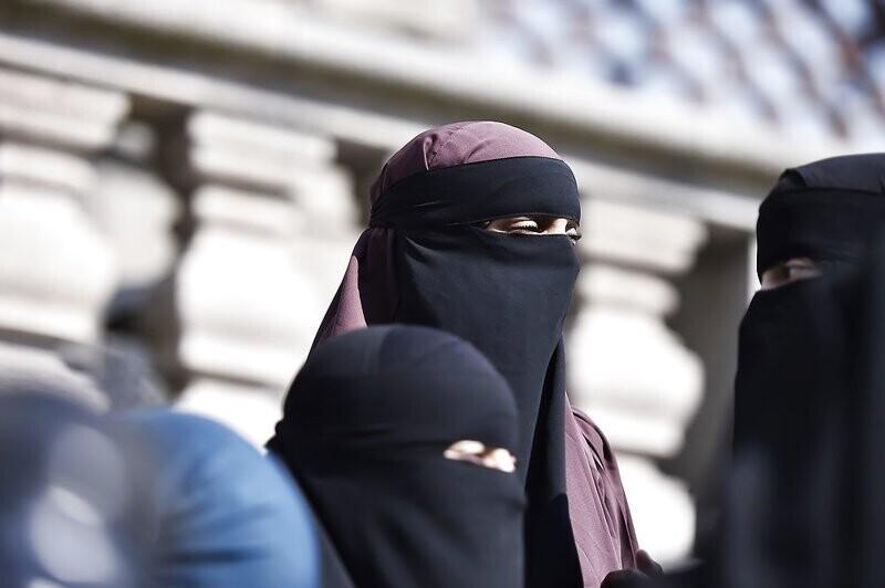 В Дании запретили занавешивать лица