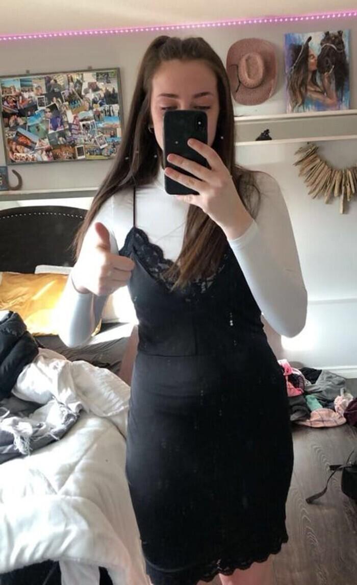 """17-летнюю Кэрис Вильсон отправили домой из школы, поскольку учитель посчитал ее одежду """"отвлекающей внимание"""""""