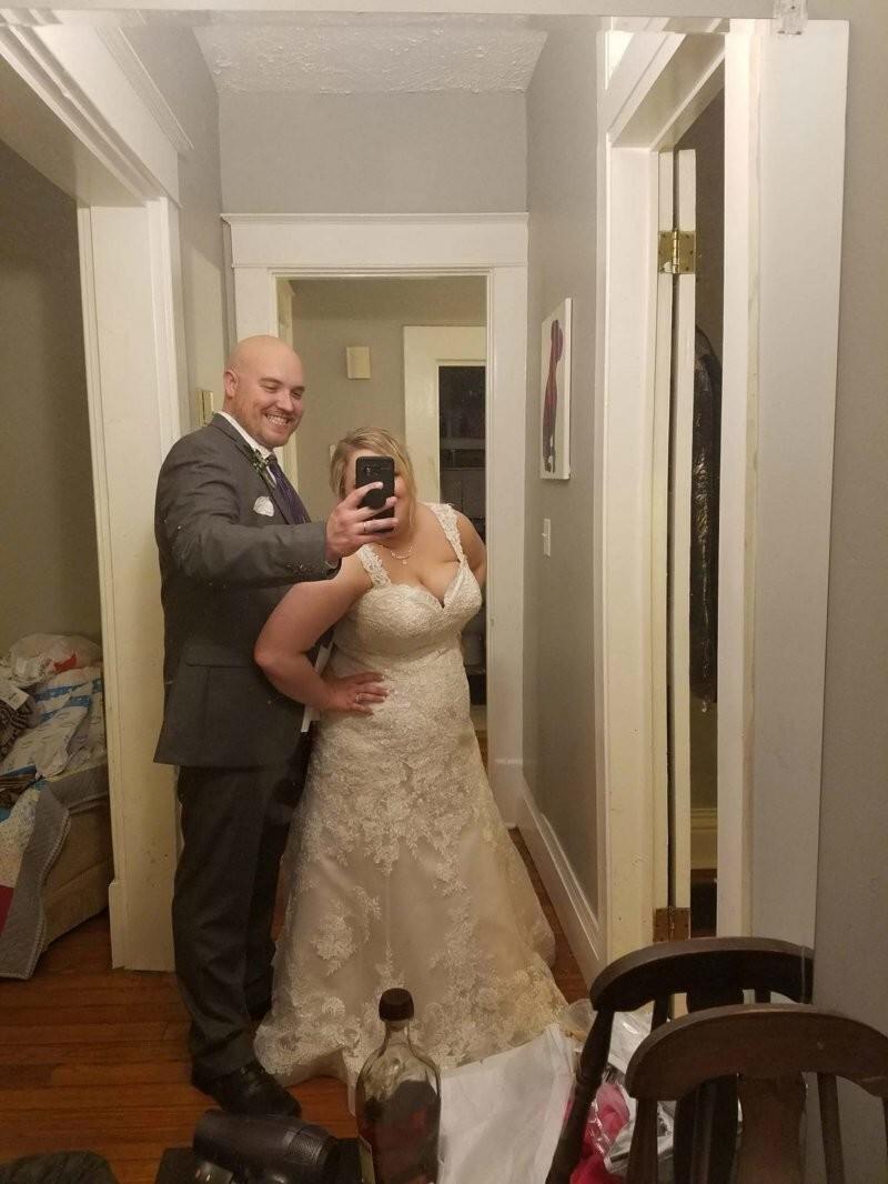 Это единственный снимок, который получился у моего мужа в день нашей свадьбы