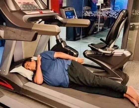 Когда доктор порекомендовал проводить хотя бы по часу в день на беговой дорожке