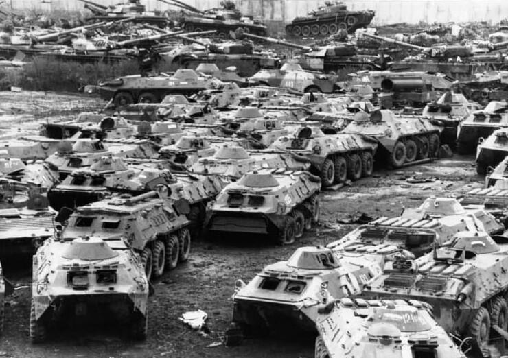 2. Российские танки отданы на переработку в соответствии с международными договорами о разоружении, 1995 год