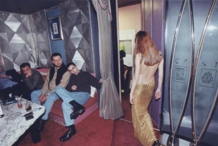 5. Один из модных московских ресторанов середины 1990-х