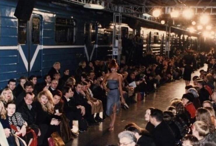 """9. Показ новой коллекции """"Givenchy"""" на станции московского метро, 1997 год"""